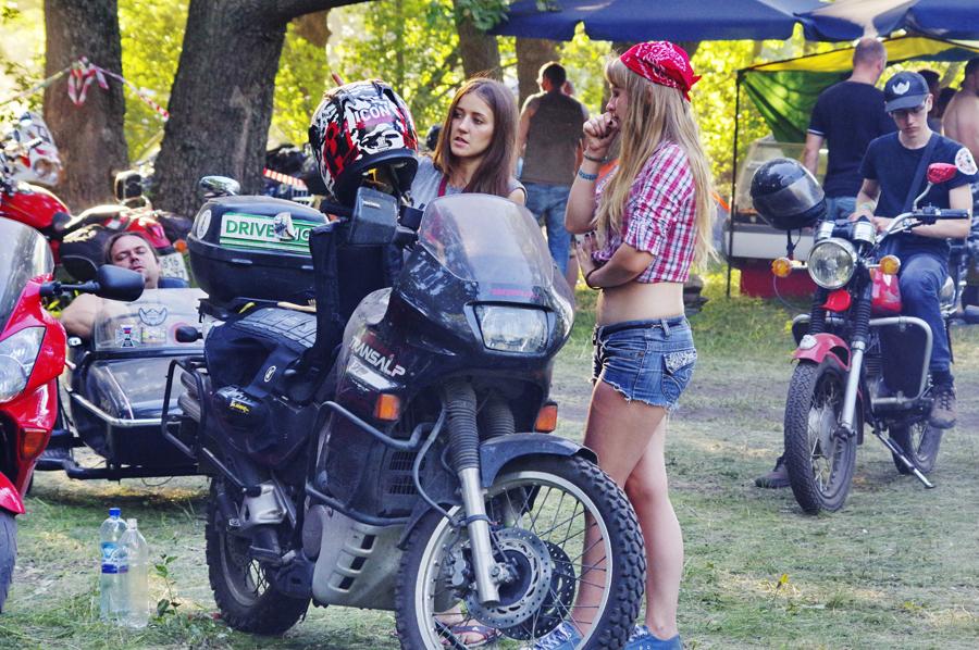 развратные телки на фестивали байкеров можешь