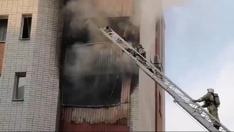 Огонь охватил квартиры в элитном доме