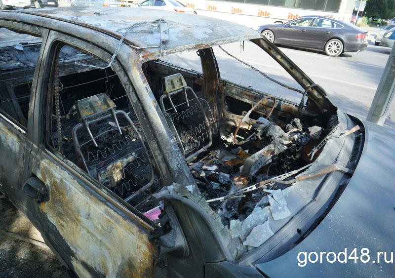 На улице Меркулова горел кроссовер «Киа»