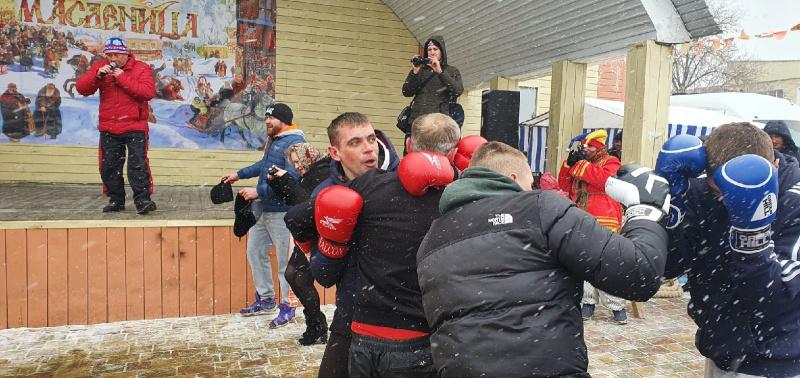 Масленичный режим: в Задонске устроили кулачные бои