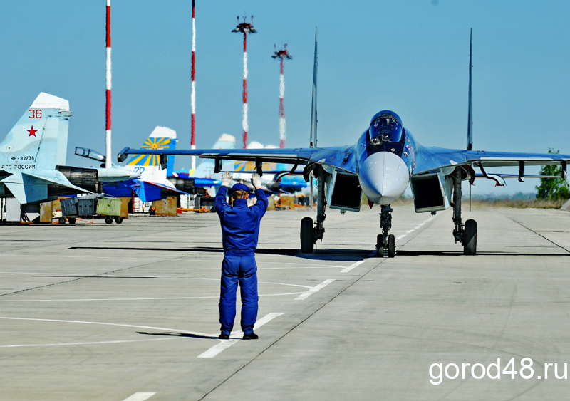 Липецкие лётчики провели заключительную тренировку перед парадом Победы