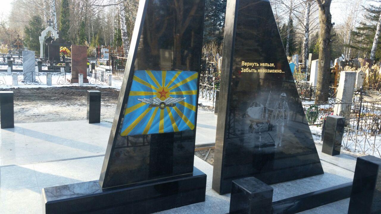 ВЛипецке открыли монумент погибшему вСирии летчику Олегу Пешкову
